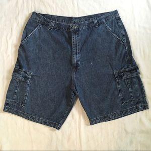 Wrangler Cargo Shorts Dark Wash Size 42